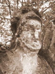 fejtörő 1: Szent Flórián szobra