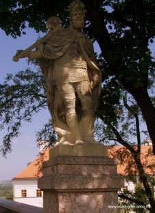 Fejtörő 6.: Szent László szobra