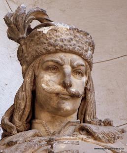 Fejtörő 12: Hunyadi János szobra