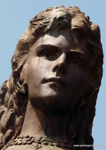 Fejtörő 13: Erzsébet királyné mellszobra