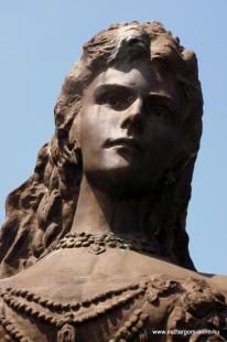 Fejtörő 13:Erzsébet királyné mellszobra