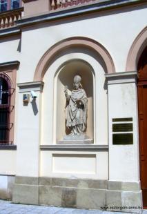 Fejtörő 16: Oláh Miklós szobra