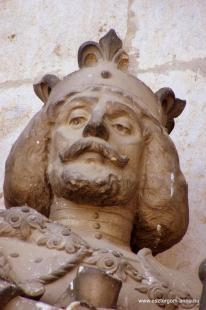 Fejtörő 18: Nagy Lajos szobra