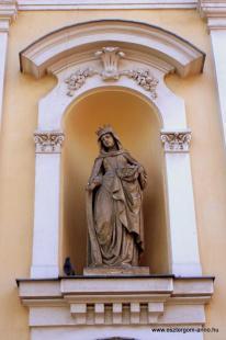Fejtörő 21: Árpádházi Szent Erzsébet szobra