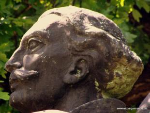 Fejtörő 34: Balassa Bálint szobra