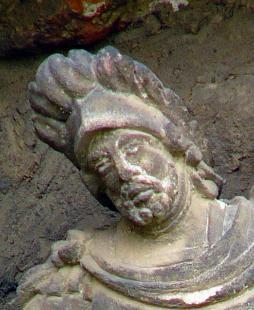 Fejtörő 50: Szent Flórián szobra
