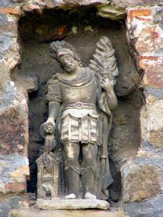 Fejtörő 50: Szent Flórián szobra a Vármúzeum falában
