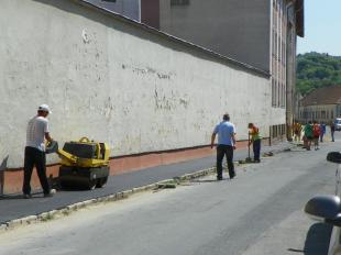2011-05-06 Dolgoznak a IV. Béla király utcában