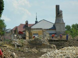 2011-06-15 Bontják a Petz-gyárat