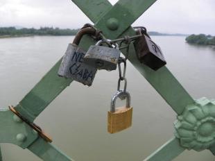 2011-07-01 Szerelmesek lakatjai a Mária Valéria hídon