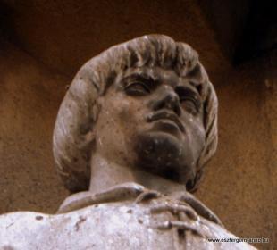 Fejtörő 63: Esztergomi latin polgár, Lőrinc kapitány, Középkori lovag.