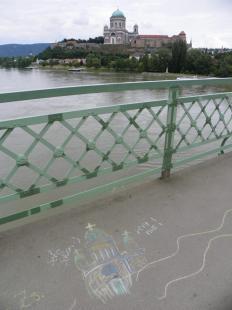 2011-07-23 Kréta-rajzok a hídon a Piknik Fesztivál részeként
