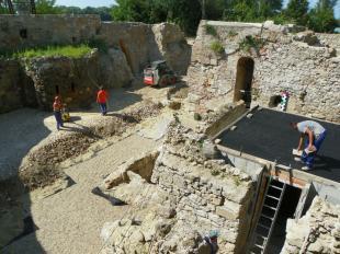 2011-08-17 Építkeznek a dzsámi mellett