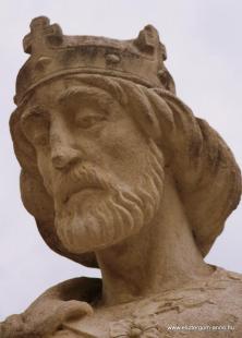 Fejtörő 67: Szentháromság-szobor (részlet)