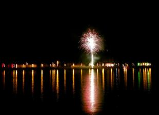 2011-08-19 Idén Párkányból lőtték a tűzijátékot