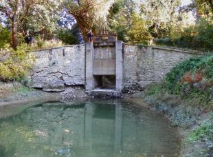 2011-09-26 Előbb-utóbb leomlik a zsilip a Szent János-patakon