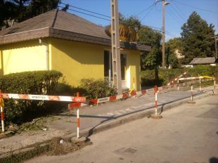 2011-10-01 Privát járdafelújítási program - Ha már a költségvetésben nincs rá pénz