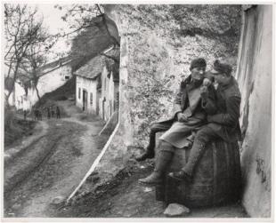 Sebesült bajtársaim. Esztergom, 1915. január
