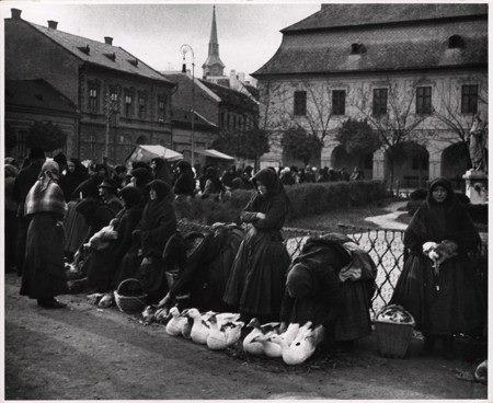 Kacsaáruló asszonyok az esztergomi piacon. Esztergom, 1916. november 4.