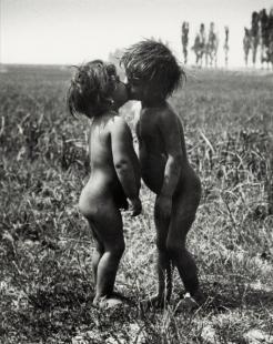 Csókolózó purdék. (Esztergom, 1917. június 27.)