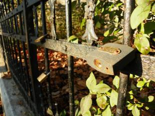 2012-01-28 Szerelmesek lakatjai a Mattyasovszky-kereszt előtt