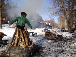 2012-02-18 Máglyán ég a telet szimbolizáló bábú a Kerek-tónál