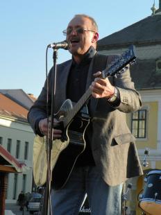2012-03-17 Horányi László koncertje a Széchenyi téren