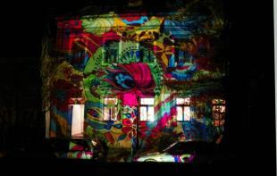 2012-04-13 A Kaleidoszkóp Ház fényfestése