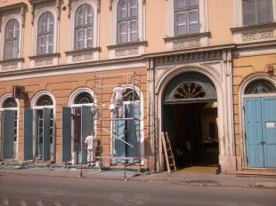 2012-05-24 Homlokzatfelújítás a Takarékpénztár épületén
