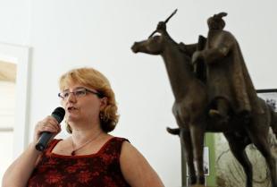2012-08-03 Martsa Piroska megnyitja a Martsa István-kiállítást a művész születésének 100. évfordulóján