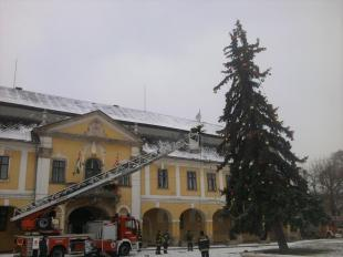2012-12-11 A főtéri karácsonyfa