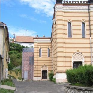 http://epiteszforum.hu/rekonstrukcios-terv-esztergomi-zsinagoga