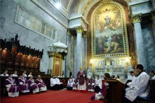 Hamvazószerdai szentmise az esztergomi bazilikában