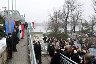 Székely zászlót vontak föl a Mária Valéria hídon