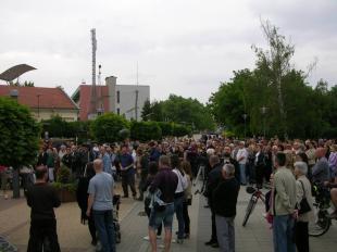 Tüntetés Plácido Domingo zenéje ellen