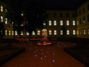 A Szent Adalbert Központ udvara Múzeumok Éjszakáján