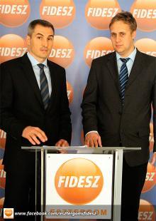 György Róbert és Steindl Balázs a parkolási díjakról tartott sajtótájékoztatón 2013.08.30.