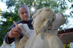 Restaurálják a Pestis Madonna-szobrot (MTI Fotó: Mészáros János)