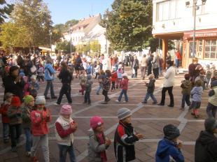 Ovisok műsora a Széchenyi téren