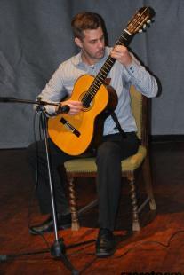 Bres Mihály, a Liszt Ferenc Zeneművészeti Egyetem hallgatója olasz mesterek gitárremekeiből ad elő.