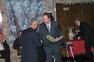 Doktor Kunos István, a Miskolci Egyetem docense, intézeti tanszékvezető adta át a Mária Terézia Emlékérmet.
