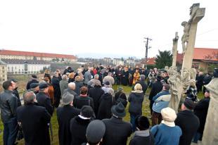 Szent Tamás napi megemlékezése a Szent Tamás-hegyi kápolna előtt. Fotó: MTI - Máthé Zoltán