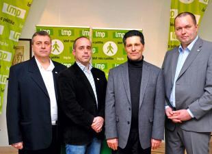 Balról Szabados Sándor, a 3-as számú, Prommer Mátyás, a 2-es számú (b2) és Gutai Zsolt, az 1-es számú választókerületben (j) induló országgyűlési képviselőjelölt. MTI Fotó: Kovács Attila