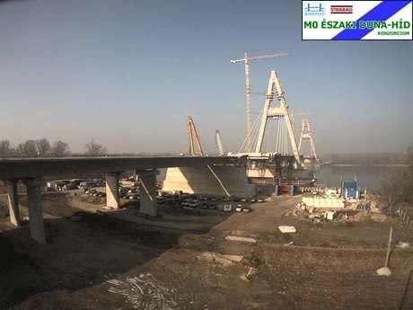 Jól halad az északi M0 híd építése