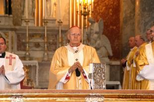 Erdő Péter bíboros szentmisét celebrál az esztergomi bazilikában nagycsütörtökön
