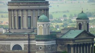 A bazilika felújított harangtornya