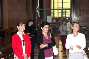 Herczegh Anita, Áder János neje (balra) külföldi diplomaták társaságában megtekintette a Bazilikát és az esztergomi Várat.