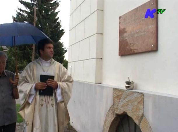 Megáldották a felújított kápolna emléktábláját