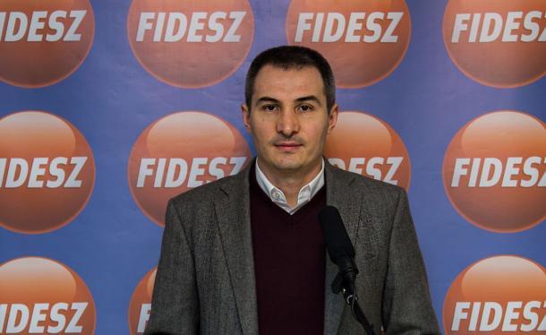 Mi újság az esztergomi Fidesz házatáján?