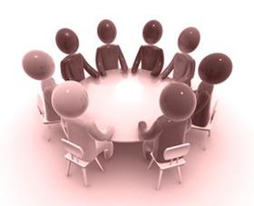 7 jelölt – 1 asztal